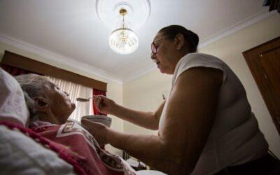 Governo cria plataforma para ensinar a cuidar de pessoas dependentes