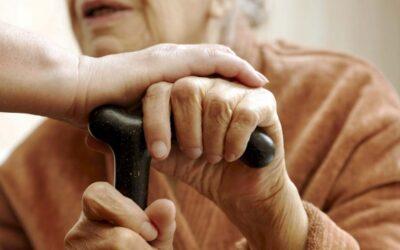 Um sintoma de ansiedade na demência é a agitação nas mãos